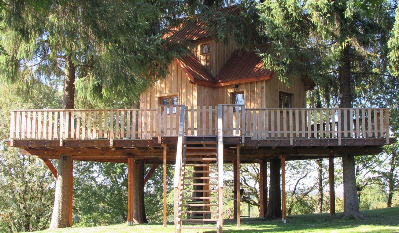maison dans les arbres perfect affordable cabane dans les arbres with maison dans les arbres. Black Bedroom Furniture Sets. Home Design Ideas